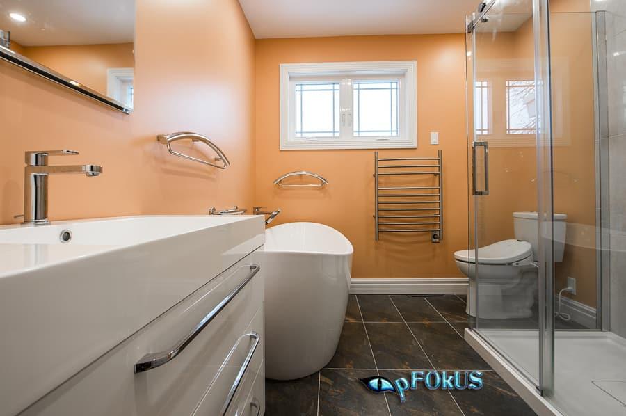 Bathroom cleaning products - pfokus