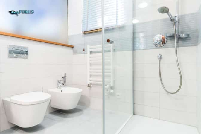 bathroom-floor-and-shower-glass-cleaned-and-sealed- pFokus